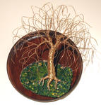 Sal Villano Wire Tree Sculpture - SAUCE EN BASE REDONDA - Escultura Arte de la pared, por Sal Villano